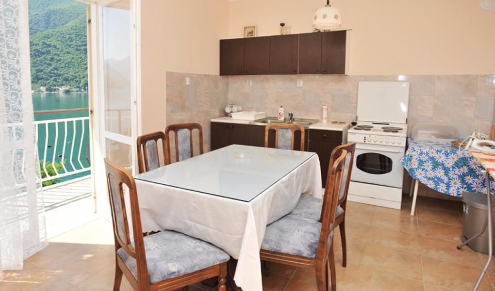 Apartmani pored mora - Morinj, Boka Kotorska